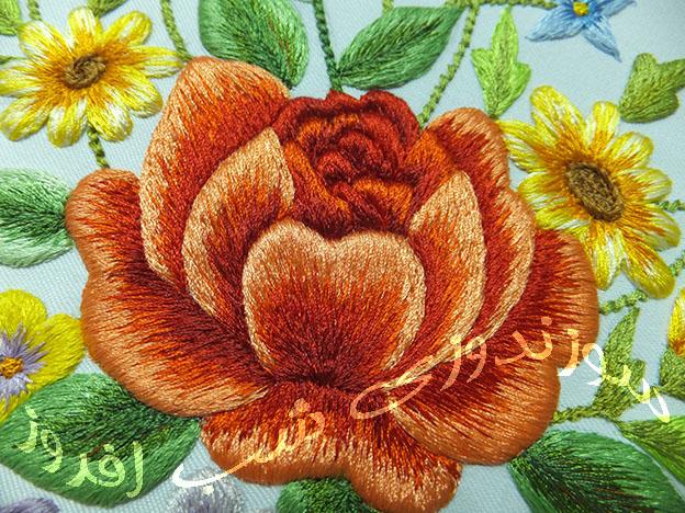 گلدوزی گل رز- سوزندوزی شب افروز
