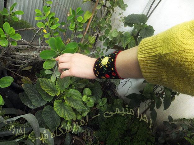 دستبند گلدوزی- زهرا مقیمی